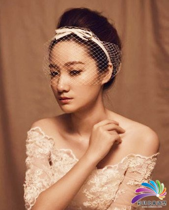 南阳化妆学校--唯美发饰点缀优雅新娘发型